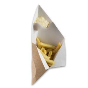 Kraft-karton-Frietzak-met-sausvak-large-300x231x196-mm-snackverpakking-Chip-n-Dip-groot